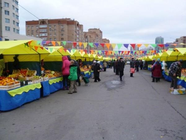 Санкт-Петербурге что продают в палатках на день города приставы исходят